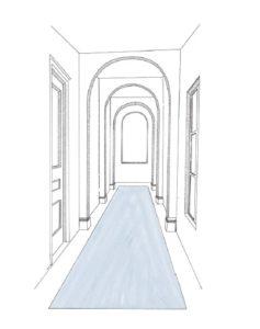 Teppich platziert über die gesamte Länge eines Flurs mit runden Bögen, einem Fenster und einer Tür