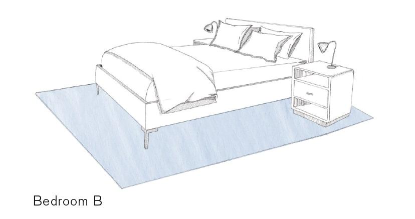 Doppelbett mit Nachttisch gänzlich platziert auf großem Teppich