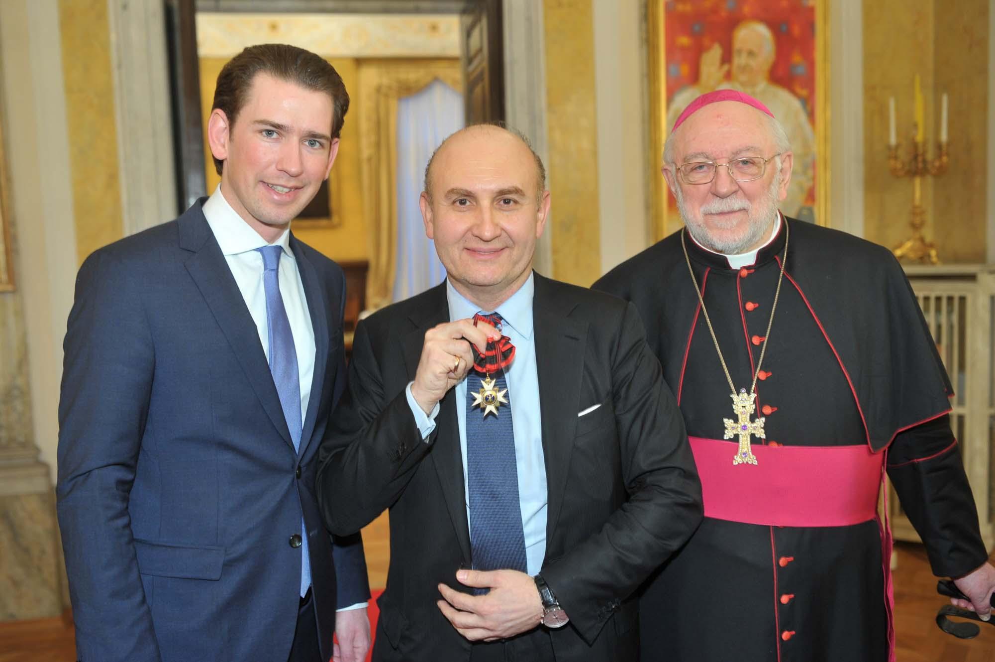 Ali Rahimi erhält päpstlichen Orden