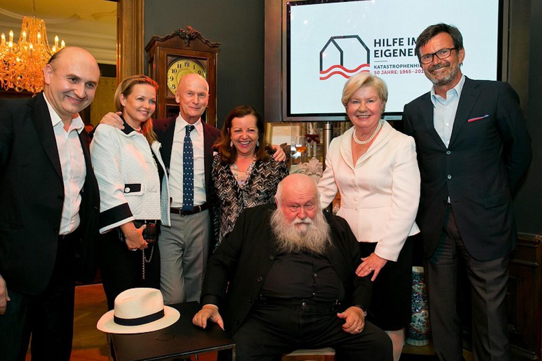 Charity-Auktion: Ali Rahimi und Sissi Pröll versteigern Nitsch-Teppich um 100.000 Euro