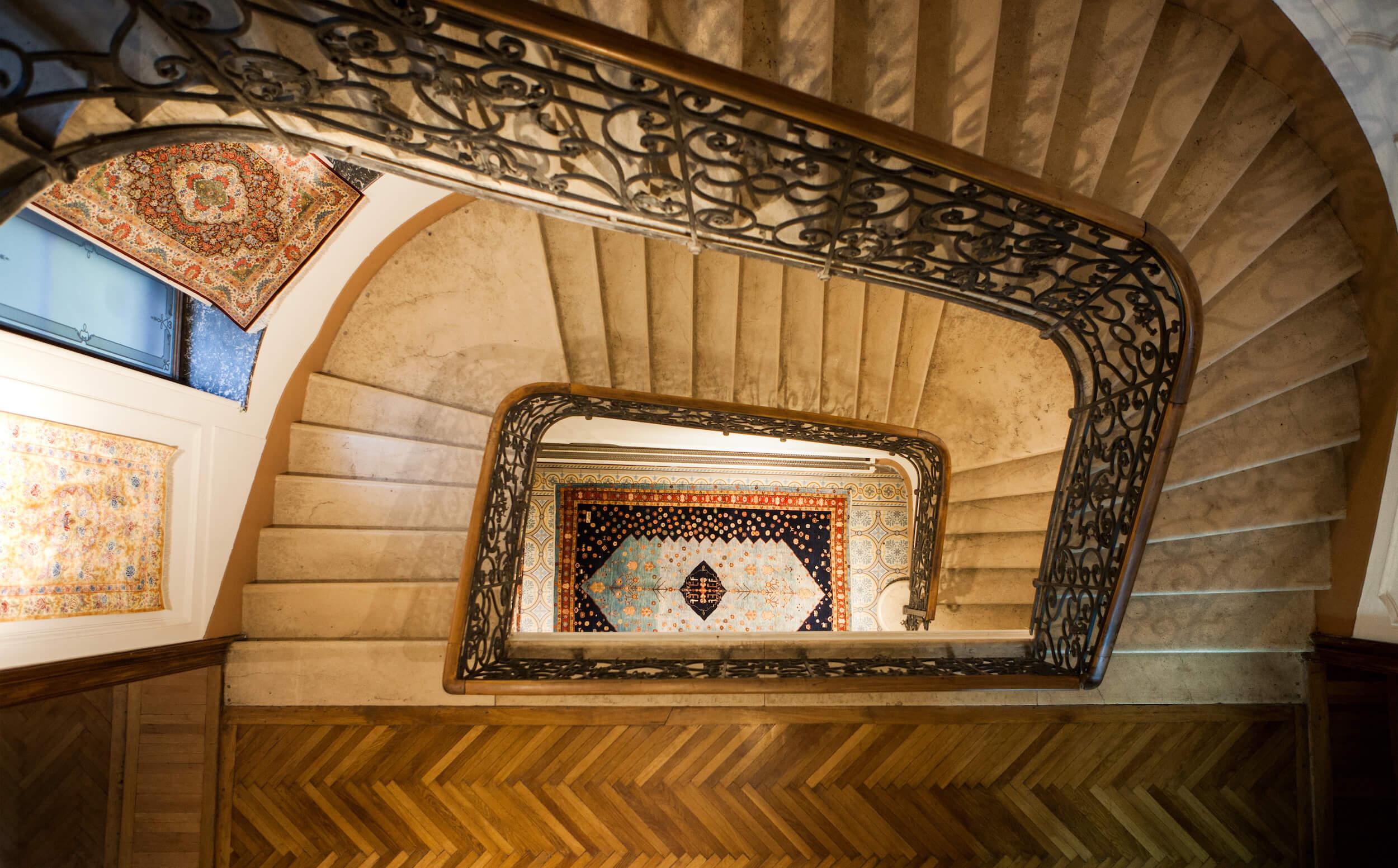 Stiegenhaus des Rahimi Palais in Wien